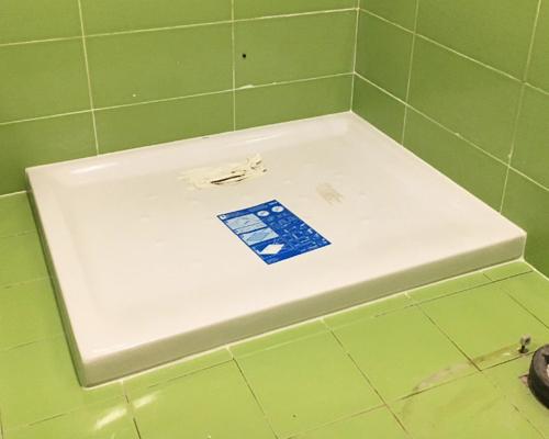 Fontanerías especialistas en cambiar bañera por plato de ducha al mejor precio en donostia. Sin obras y en menos de 24 horas