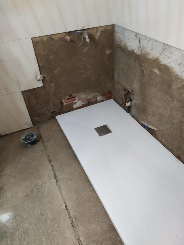 trabajos de cambiar bañera por plato de ducha, de la mano del especialista fontaneria ledesma. haz tu ducha ya, en un tic tac