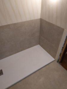 en fontaneria ledesma de san sebastian hacemos reformas de baños incluyendo el cambio de bañera por plato de ducha ntideslizante. duchate sin riesgos y con el maximo confort