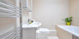 cuanto cuesta reformar una baño completo. Busco un fontanero de donostia para hacer la reforma del baño con instalacion de tuberias incluida. tarifas y presupuesto